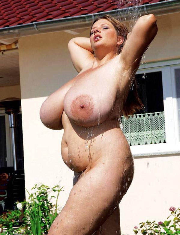 Douche sur poitrine disproportionnée