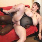 Vidéo Dominique femme obèse enculée par un Africain