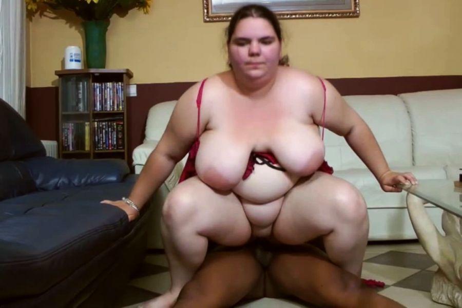 Vidéo Elodie, obèse complexée défoncée par un renoi