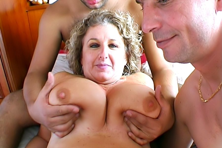 Plan à 3 avec Lou, 45 ans, chef d'entreprise aux seins énormes