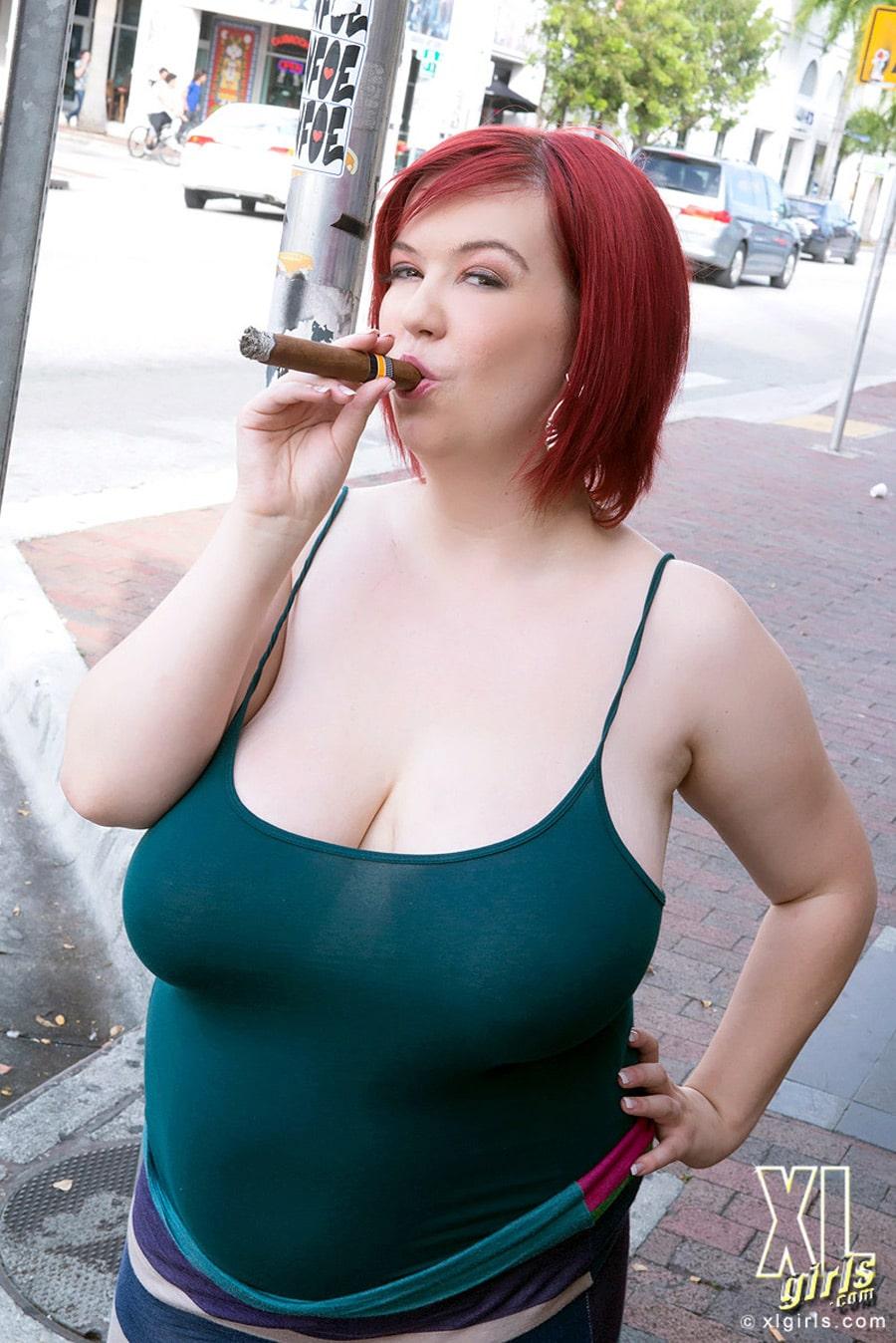 Addison Bound rousse à taille forte qui aime les cigares ( 16 photos )