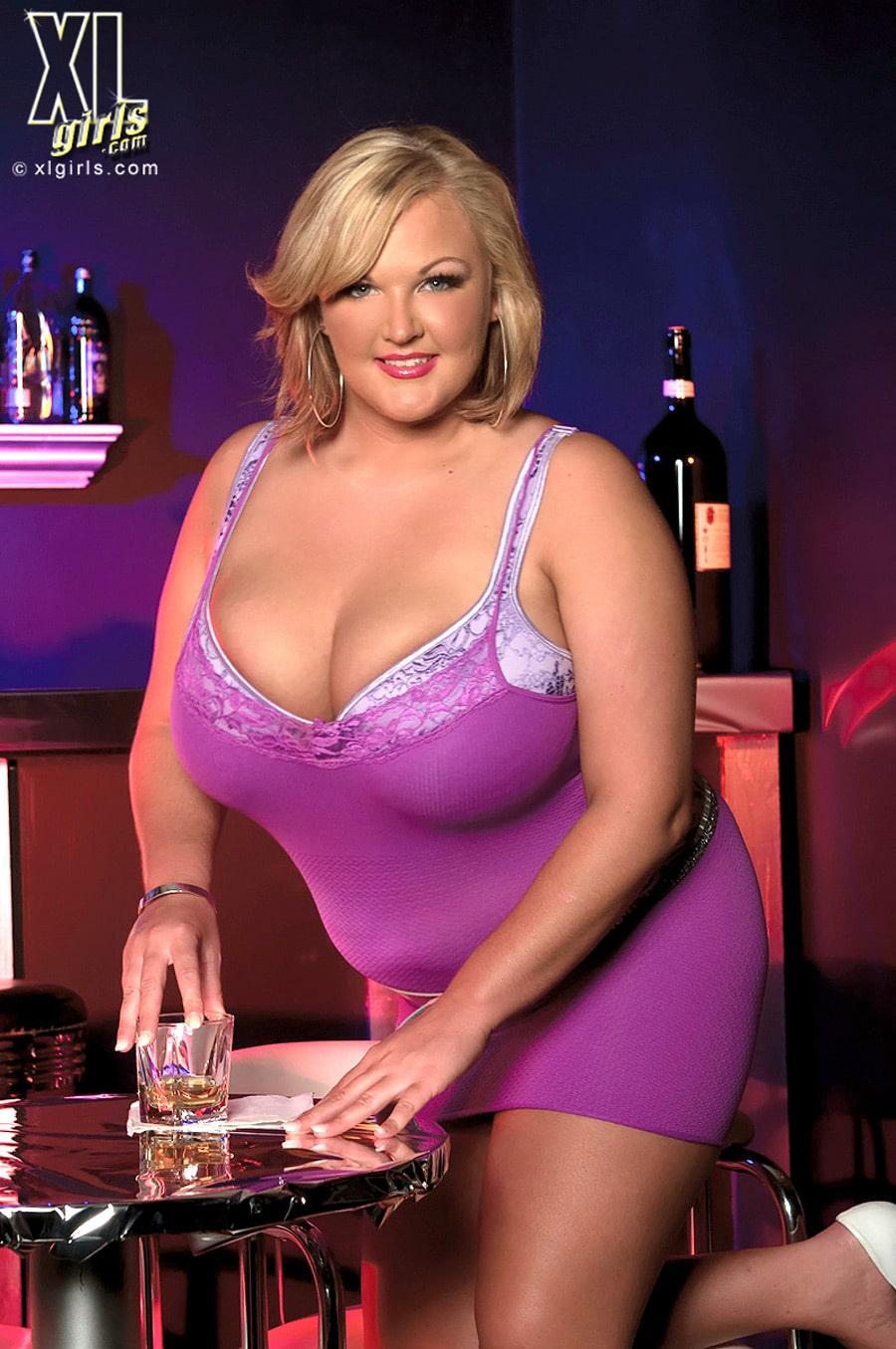 Photos Anna Kay, Blondasse Bbw Sexy Dans Un Bar -4898