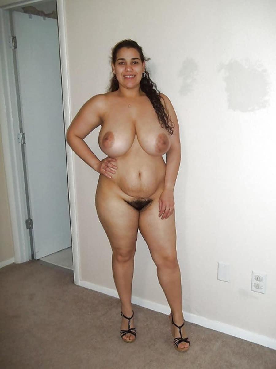 Farida, algérienne enrobée aux gros nibards nue