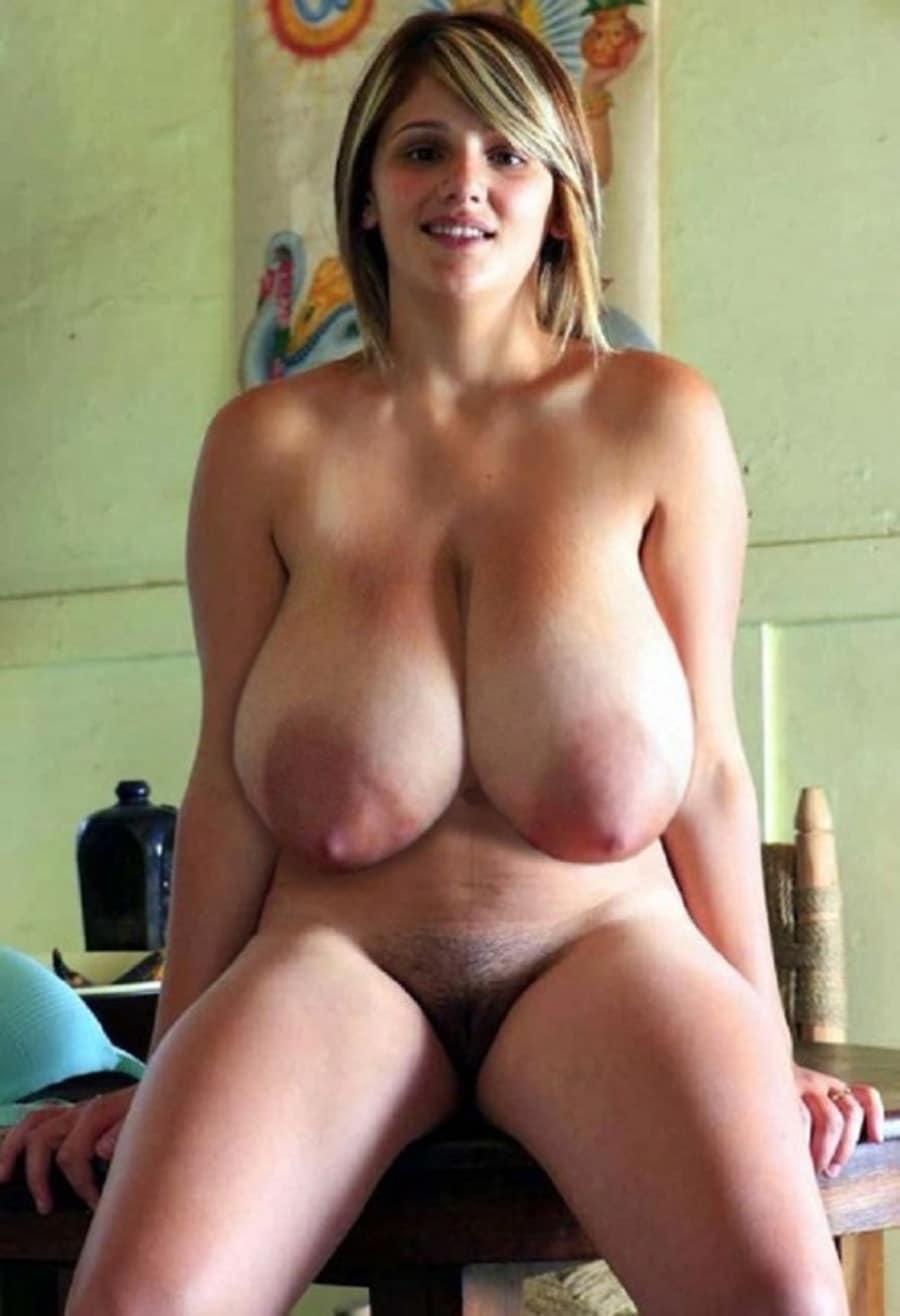 Gabriella, cagole blonde aux balloches volumineuses