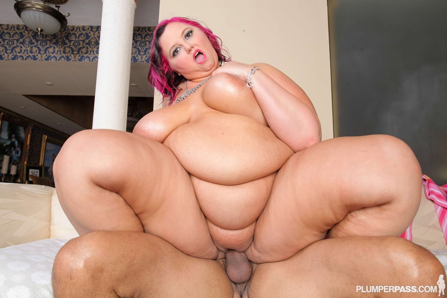 Sara Star, rousse obèse qui suce et aime le sexe anal
