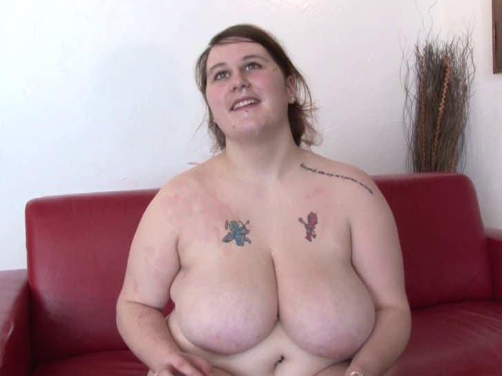 Domi, amatrice obèse aux énormes nichons aime la sodomie