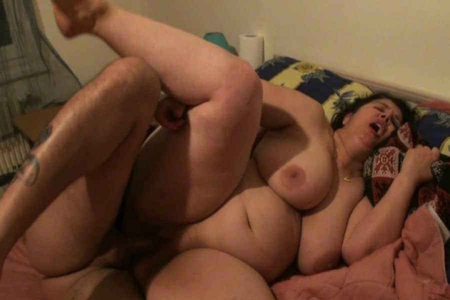 Sabine, femme mature obèse de Montpellier, offerte par son mari