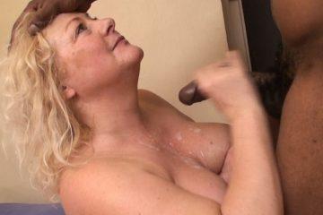 Maman un peu ronde baise