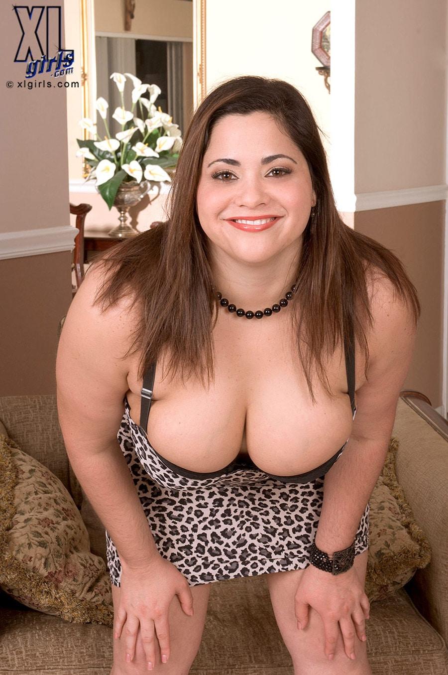 Gia Johnson, latina bbw en lingerie léopard