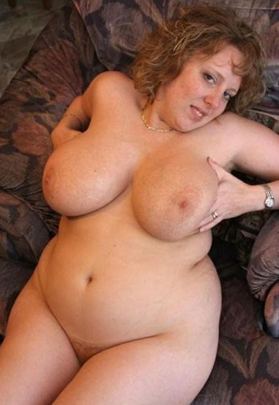 Elodie, amatrice lyonnaise grassouillette nue