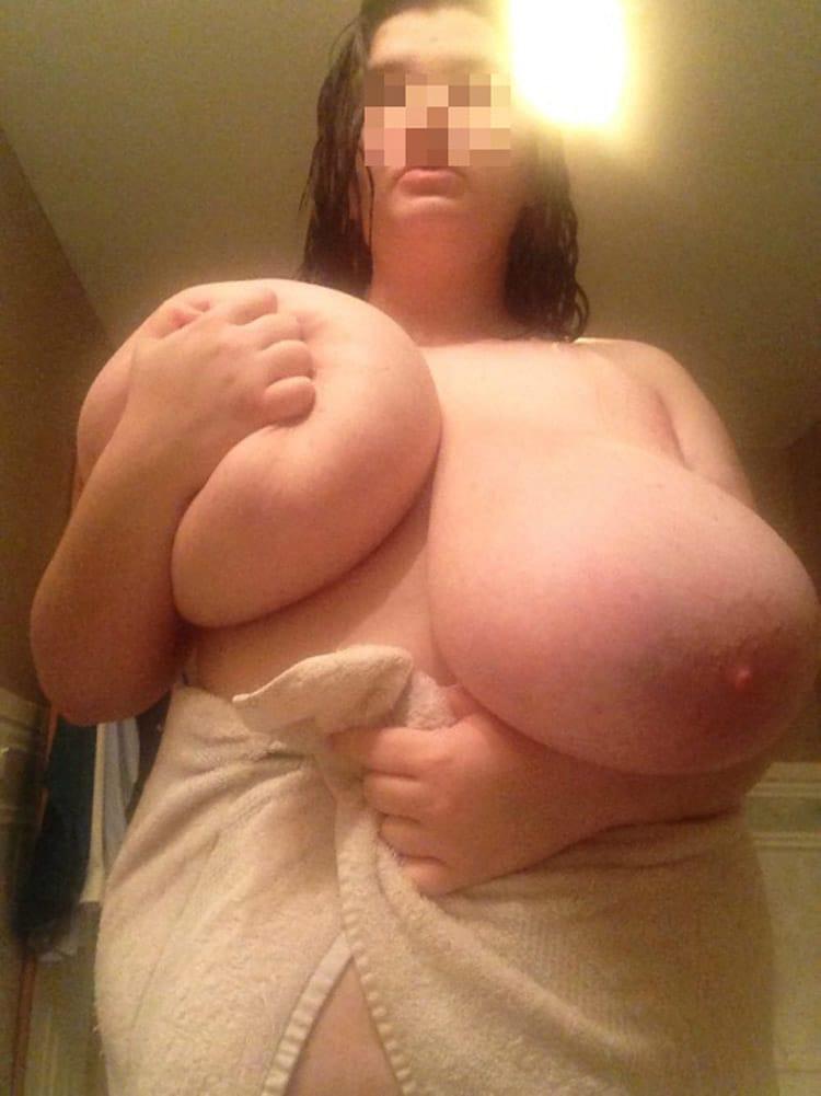 Enormes nichons démesurés de femme obèse