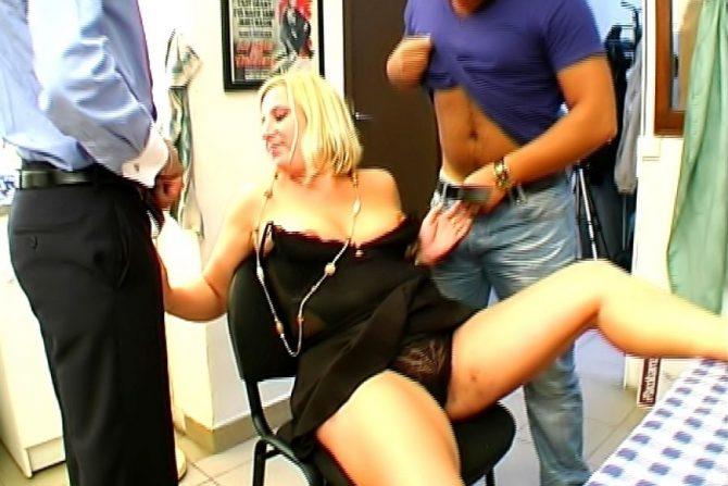 Sandrine, grosse blonde baisée par deux rebeus