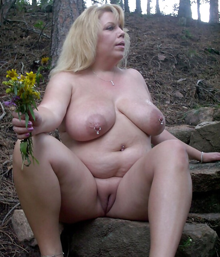 Marie, MILF grassouillette naturiste 1