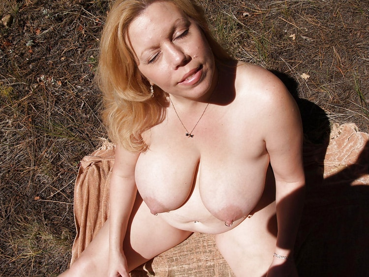 Marie, MILF grassouillette naturiste 10